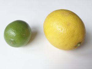 Zitrusfrüchte als feuerspeiende Zauberfrüchte: linkes eine grüne Limette, rechts eine gelbe Zitrone