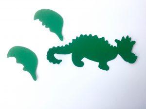 Auf diesem Bild sind die Einzelteile des Drachen erkennbar. Zwei Flügel und der Drachenkörper