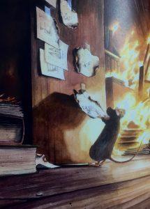 Der Forscherspeicher der kleinen Maus brennt lichterloh. Schnell noch die wichtigsten Zeichnungen eingesteckt und raus aus dem Inferno.