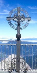 Blick von der tiroler Seite der Zugspitzplattform mit Blick in Richtung Garmisch-Partenkirchen.