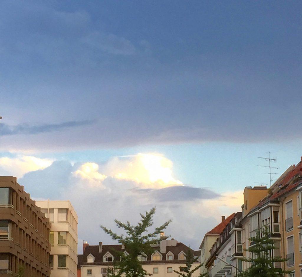 Die Natur und meine Sinne: Das Gewitter braut sich zusammen. #Gewitter #Wolkenturm #Wetter