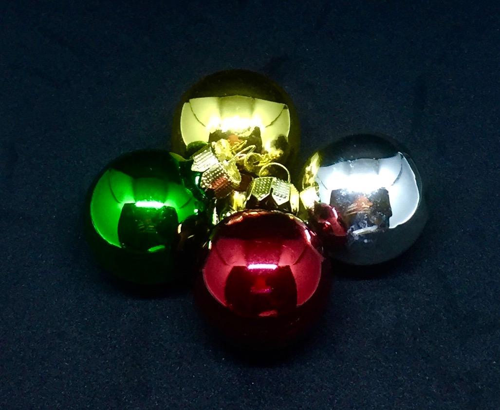 Weihnachtsbaumkugeln im Experiment: aus Schwarz mach Silber!