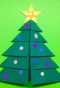 Weihnachtsbaum gebastelt_Pappe_Adventszeit