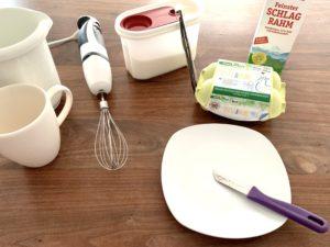 Forschen für Kinder Crème brûlée Zutaten: Eier, Zucker, Sahne, Vanilleschote und Handmixer, Teller, Messer, Waage, Rührschüssel