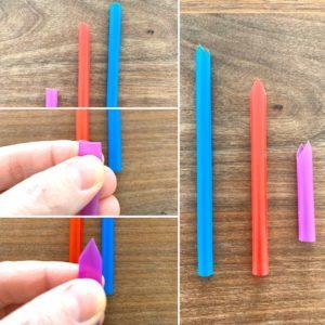 In diesem Bild wird gezeigt, wie aus einem Trinkhalm ein Musikinstrument wird. Dazu nimmt man den Trinkhalm in die Hand & schneidet an einem Ende die Spitzen so ab, dass ein Dreieck mit einer Spitze verfügbar ist.