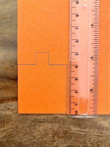 Viereck mit kleiner 1cm Nase an einer Seite. Dient als Vorlage für den Ausschnitt der späteren Spiegelöffnung des Periskops