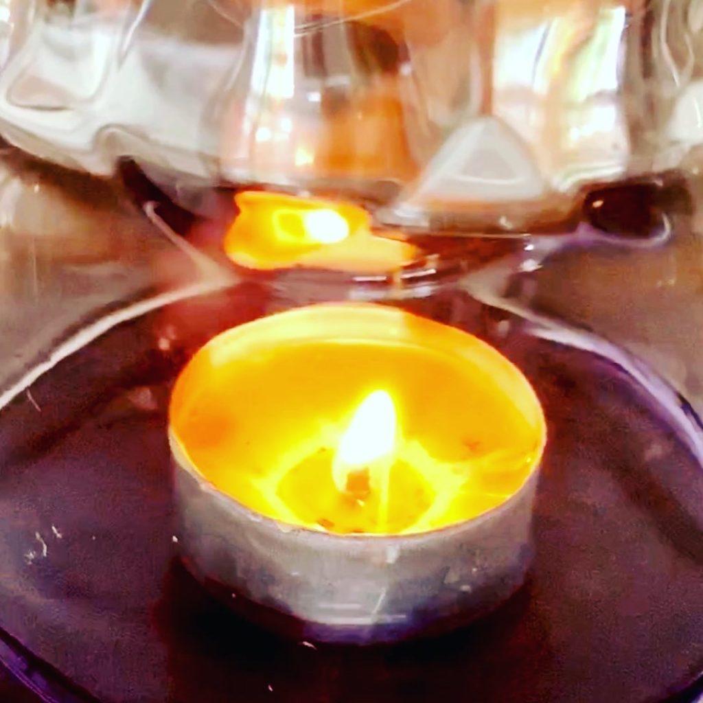 Forschen für Kinder_Eine Kerze schwimmt unterm Glas