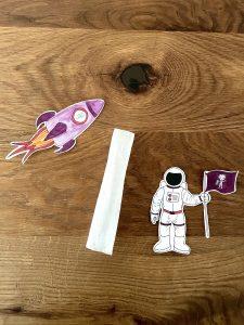 Wenn der Tee aus dem Papier des Teebeutels entfernt ist, kann ein guter Wunsch für den Raketenflug aufgeschrieben werden.